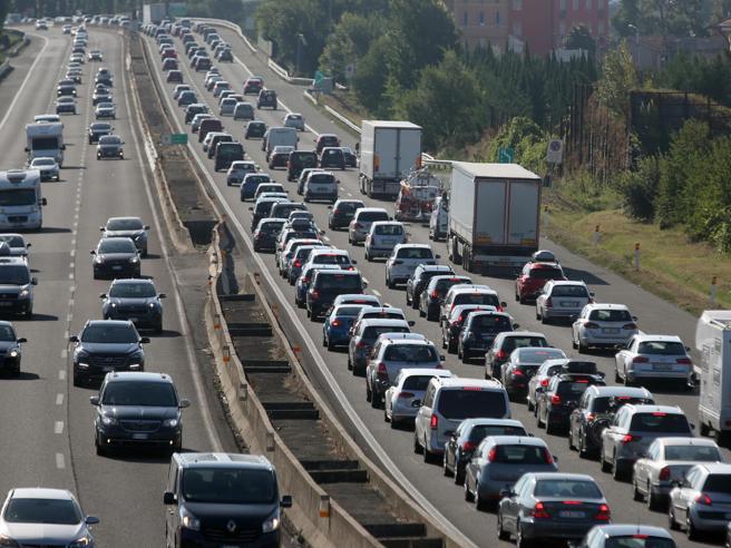 Crollo del ponte a Genova, i documenti (segreti) delle concessionarie autostradali