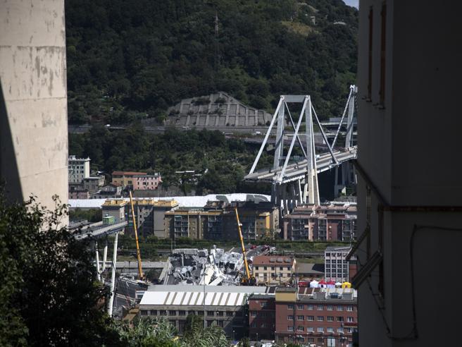 Genova,   percorsi alternativi per il porto e l'aeroporto La tragedia