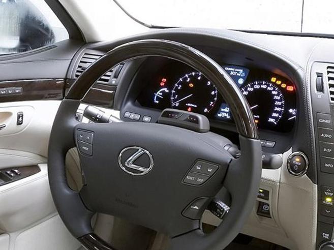 Toyota condannata a risarcire 243 milioni per «sedili difettosi»