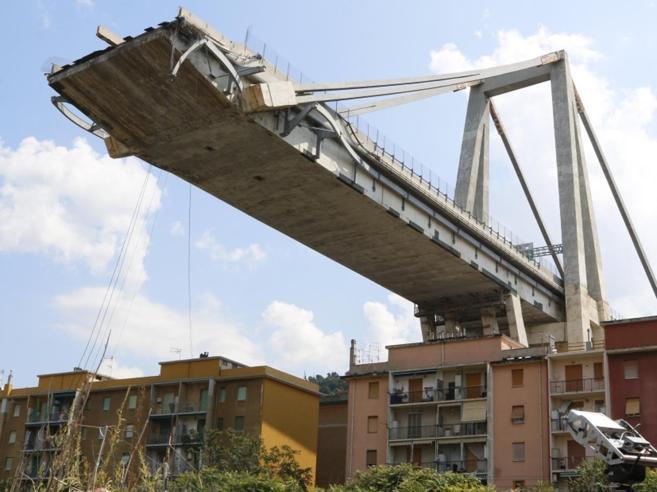 Crollo del ponte di Genova, la Commissione del Mit: «Probabili una serie di concause»