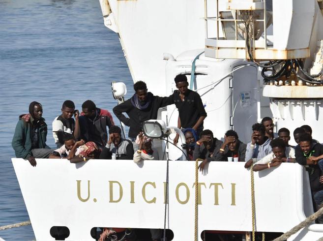 Nave Diciotti, Salvini: «La Ue intervenga  o  riporteremo i