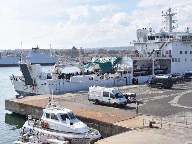 Migranti, Diciotti sempre ferma a Catania. Msf chiede di au