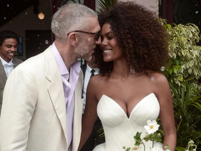Cassel e Tina Kunakey, le foto del matrimonio a sorpresa | Se l'età (non) fa la differenza