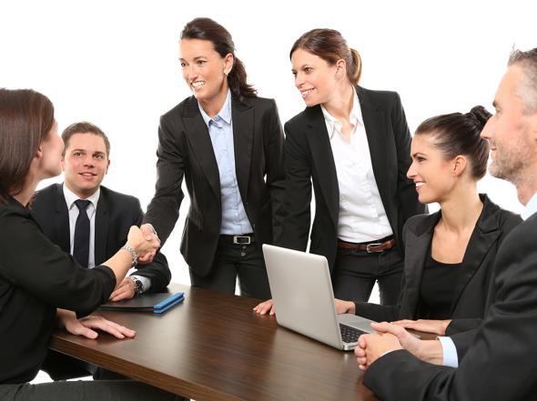 Ufficio Elegante Jobs : Dal giallo al nero i colori da indossare in ufficio per ottenere