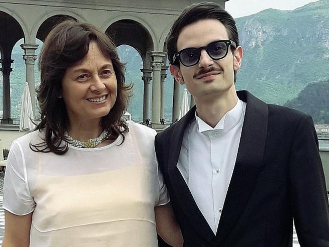 La madre di Fabio Rovazzi: «Da piccolo mi regalava un fiore ogni giorno» |Foto