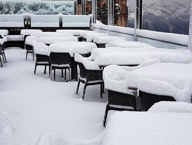 Maltempo: nel Gargano campeggi evacuati per grandine, neve a Cortina, 2 gradi a Brunico Le previsioni