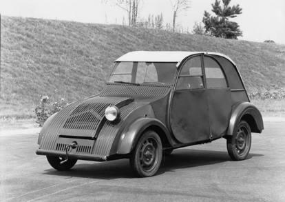 La Citroën 2CV compie 70 anni