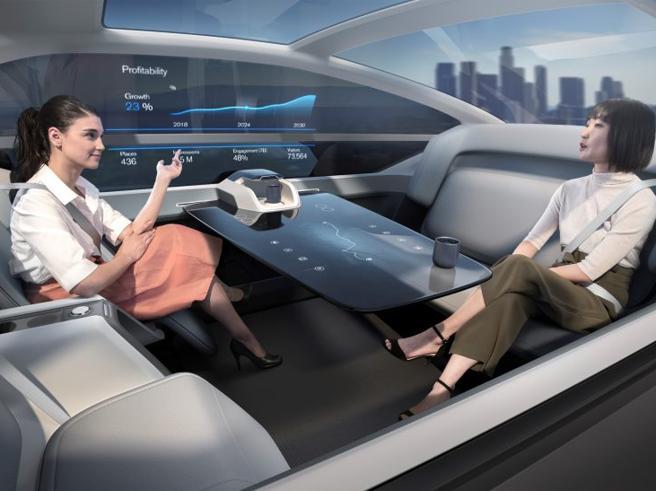 Volvo 360c, l'auto a guida autonoma che diventa un letto o un ufficio
