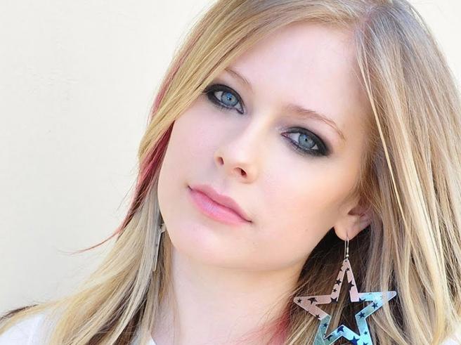 Avril Lavigne torna dopo la malattia: «Avevo accettato la morte»