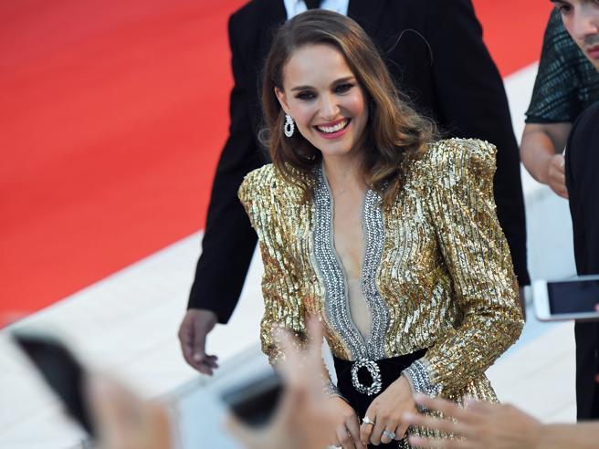 Venezia 2018, le pagelle (finali) dello stile: dalle «farfalline» a Natalie Portman, i look sul red carpet