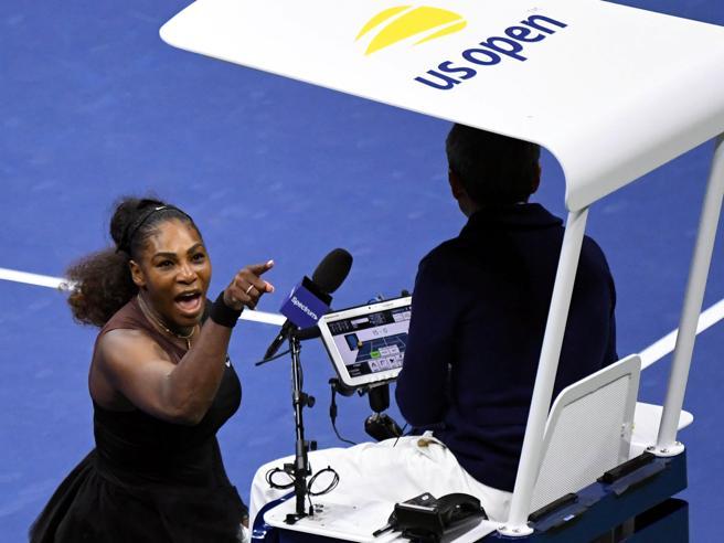 Serena e la squalifica: «A un uomo non sarebbe successo»La sfuriata all'arbitro: «Non imbroglio, ho una figlia»