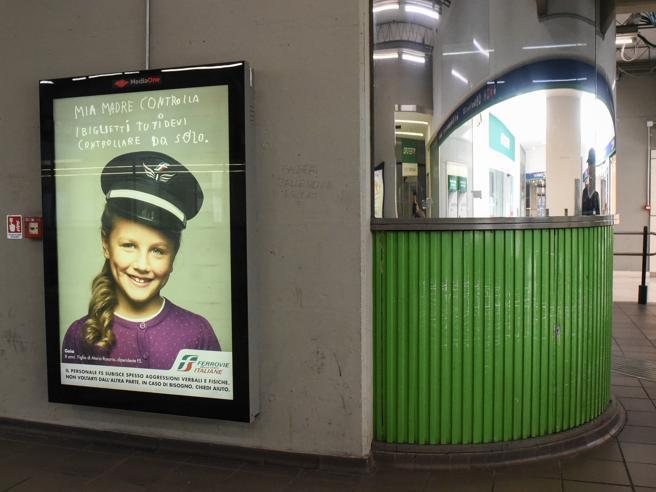 Fs, troppe aggressioni sui treni: «I controllori diventino poliziotti»La campagna con i loro figli- Foto