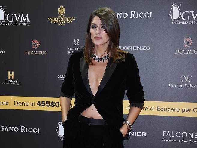 Verona: nero e scollatura, Elisa Isoardi alla Celebrity Fight Night