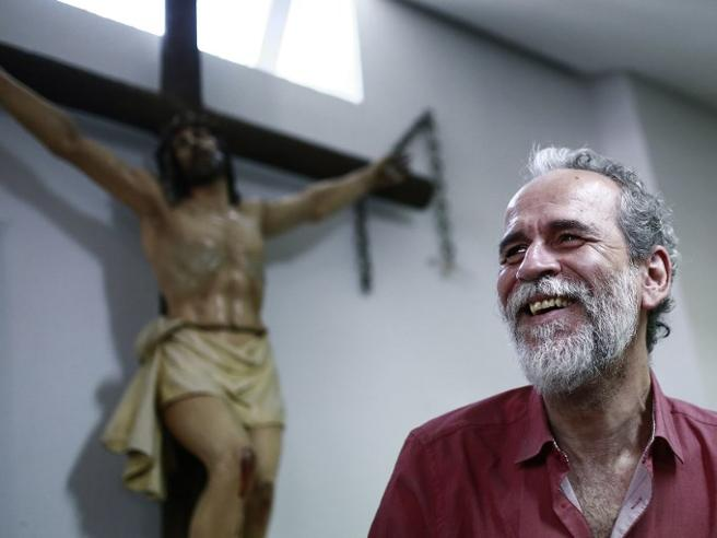 L'attore Willy Toledo finisce in carcere per blasfemia Bufera in Spagna