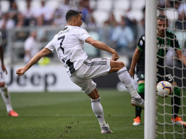 Juventus-Sassuolo 2-1, Cristiano Ronaldo si sblocca con doppietta| I gol: foto