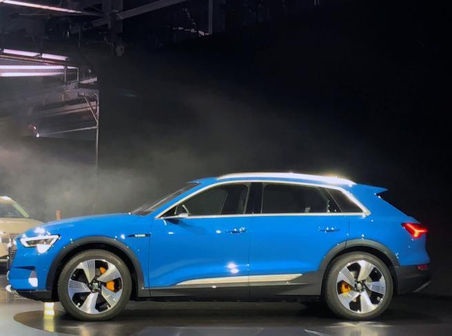 Audi e-tron Quattro, sfida alla Tesla con il Suv elettrico della casa tedesca