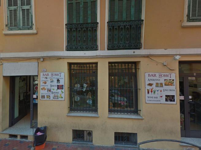 Ventimiglia, il «bar dei neri» rischia di chiudere: gara di