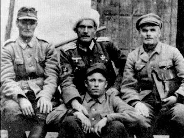 Alcuni dei cosacchi inquadrati nell'esercito tedesco che furono inviati in Carnia contro i partigiani