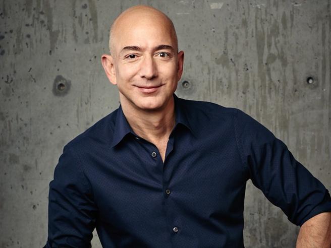 Com'è la giornata tipo di Jeff Bezos? Sveglia all'alba e niente decisioni dopo le 17
