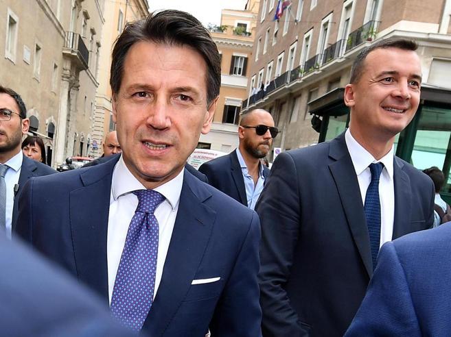 Il portavoce Rocco Casalino guadagna  più  del presidente de