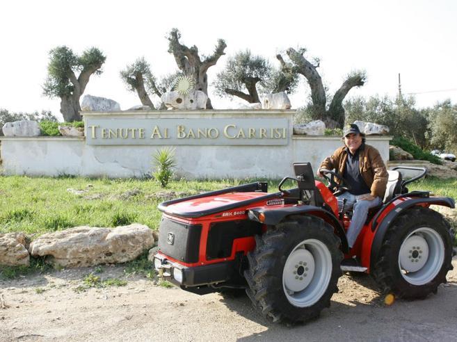 Nella tenuta di Al Bano rubate casse di vini: «Basisti locali»