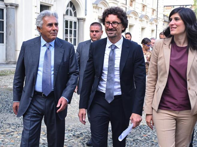 Olimpiadi, Toninelli sfida la Lega: «Torino è la miglior candidata unica» VideoEmiliano: è un imbambolato