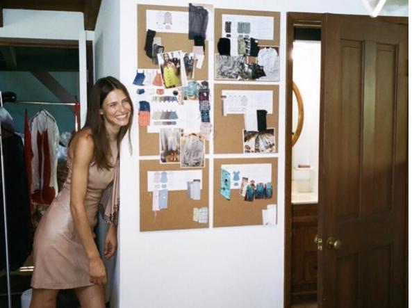 479e24e3f8e4 Bianca Balti stilista a Milano  presenta la sua collezione premaman ...