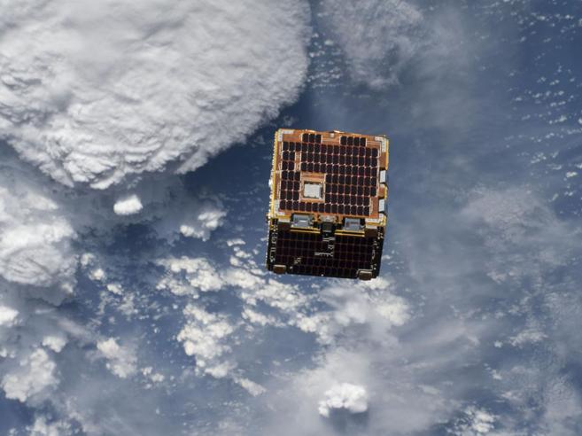 La Nasa sperimenta l'«arpione spaziale» a caccia di detriti