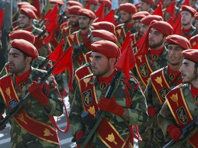 Iran, attacco alla parata militare: 29 morti, alcuni sono civili VideoSono separatisti arabi o Isis?