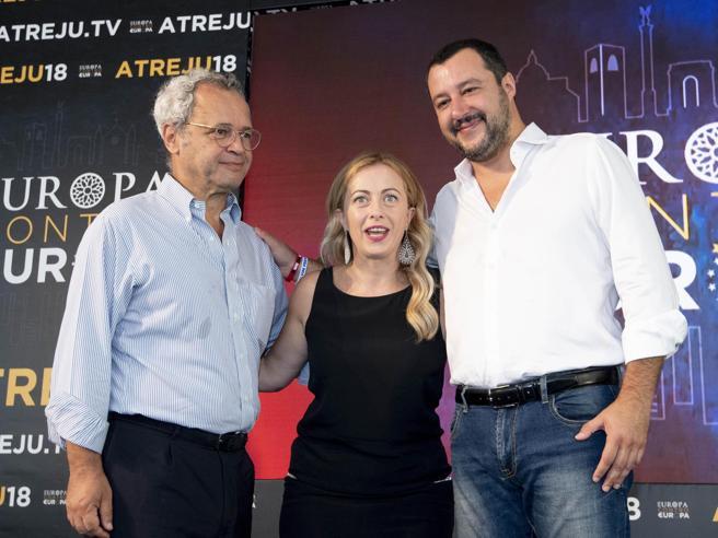 Salvini: «Con  Berlusconi solo accordi locali» Video«Raggi? Poteva fare di più» Il lapsus ad Atreju: video