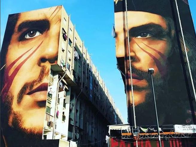 Napoli, inaugurato il murale di Che Guevara realizzato da Jorit