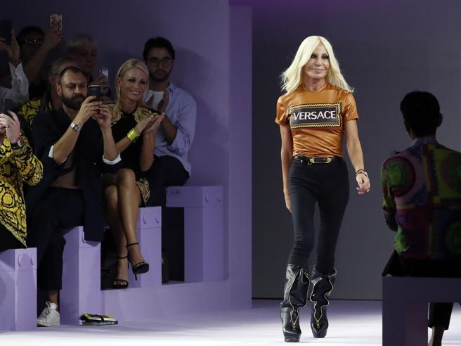 La svolta di Versace |  «In vendita a Michael Kors  per 2 miliardi di dollari»