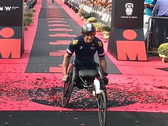 Ironman a Cervia, per Alex Zanardi un altro record: «Oltre i miei sogni»