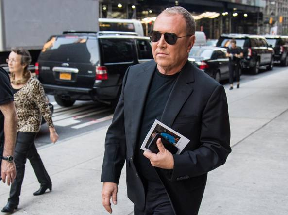 c2e70e21e0 Chi è Michael Kors, l'uomo che ha comprato Versace: ama la mamma, il ...