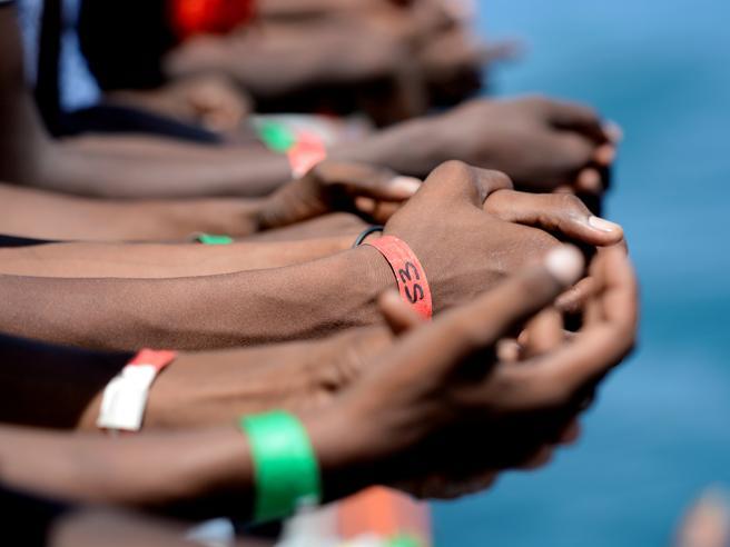 Migranti Aquarius, la Francia dice no allo sbarco: «Il porto