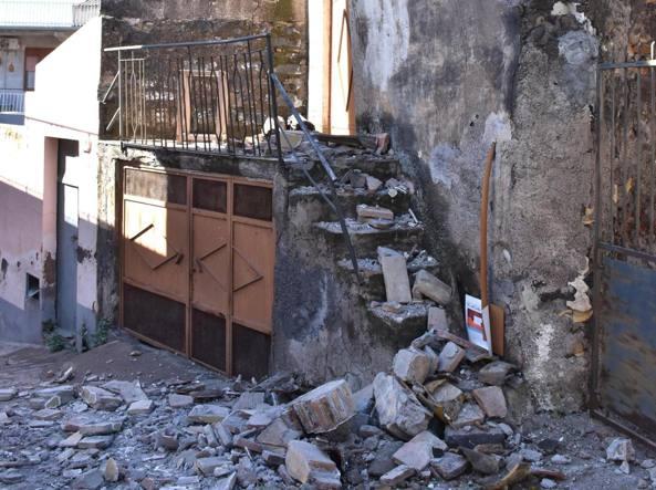 Risultati immagini per immagini terremoto catania vulcano