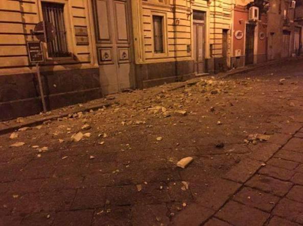 Terremoto a Catania, diverse scosse nella notte. Â«La gente si è riversata nelle strade». L'Ingv: magnitudo 4.8
