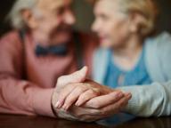 Tumori negli over 65: il fisico può reggere operazioni e farmaci