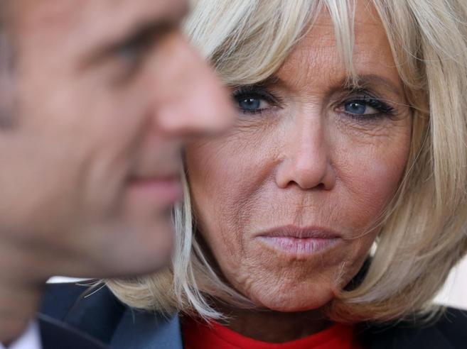 La  vendetta di Brigitte su chi diffuse le voci su  Macron  gay