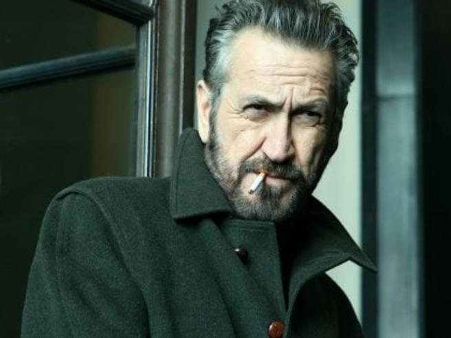 Rocco Schiavone, la seconda stagione: dal loden all'allergia alle regole,  8 motivi per amare il vicequestore (che torna in tv)