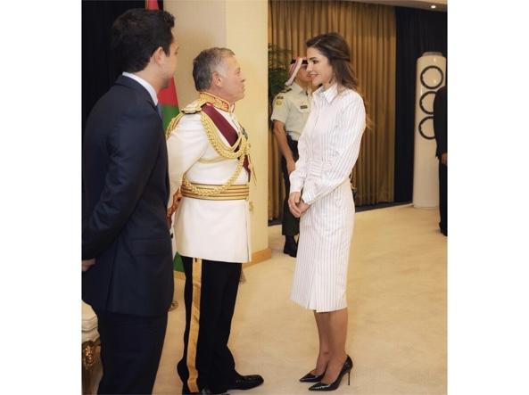 242494625d9f Come indossare il bianco d inverno  Lo insegna Rania di Giordania ...