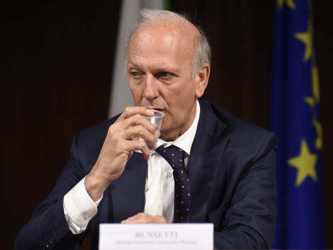 Medicina, il ministro: «Più posti dal 2019 e un nuovo test» -  Vota