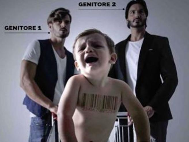 Manifesti choc contro i papà gay,  la protesta: «Provocatori e offensivi»