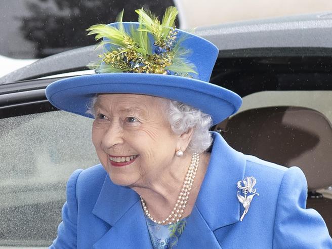 Regina Elisabetta, 6 cose da «commoner» che non ha mai fatto (e non farà mai)