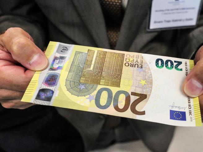 La virata delle banche Ora  vendono i titoli di Statoper difendere i bilancidall'effetto spread