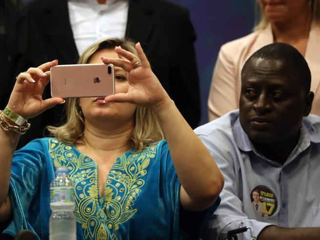 Brasile, allarme fake news su WhatsApp alle presidenziali