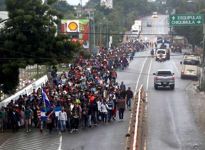 Carovana di migranti in marcia dall'Honduras agli Stati Uniti