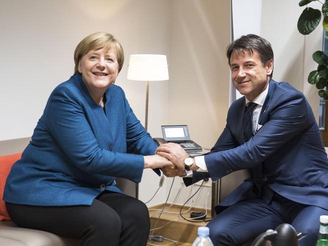 Merkel vuole garanzie sul futuro. Conte la rassicura: «Angela, il piano B non esiste»