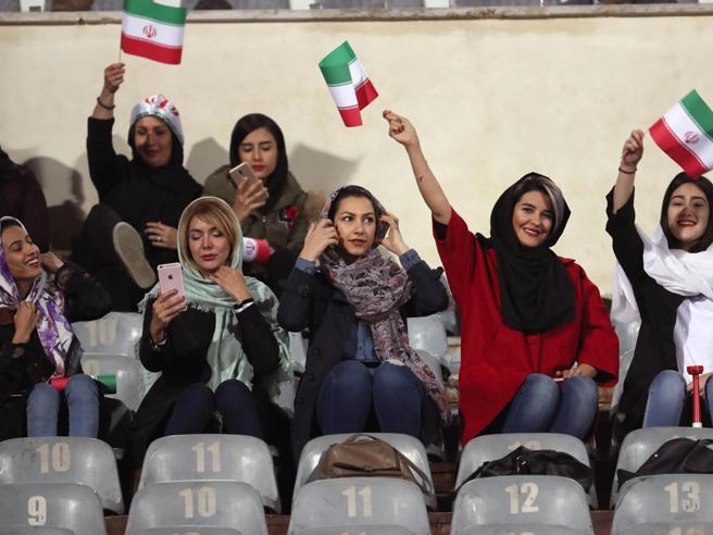 Iran, donne allo stadio per l'amichevole con la Bolivia: non succedeva dal 1979