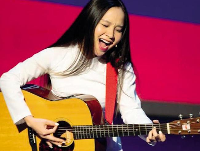 Mai Khoi, la popstar gentile che sfida il regime del Vietnam